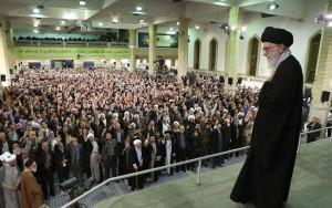 رهبر انقلاب: مسئولان دولت به دست بیگانه چشم ندوزند