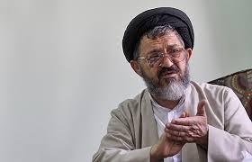 چرا احمدینژاد راستراست راه میرود؟