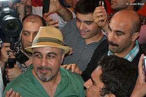 تجمع مردم برای دیدن عطاران و تنابنده/تصاویر
