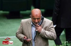 «هندزفری» جالب یک نماینده در صحن مجلس/عکس