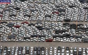 رویترز: چرا مردم ایران این روزها نه خودرو میخرند نه تلویزیون