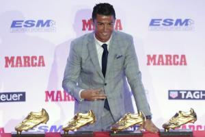 چهارمین کفش طلای اروپا به رونالدو اهدا شد/ کلکسیون منحصر به فرد فوقستاره